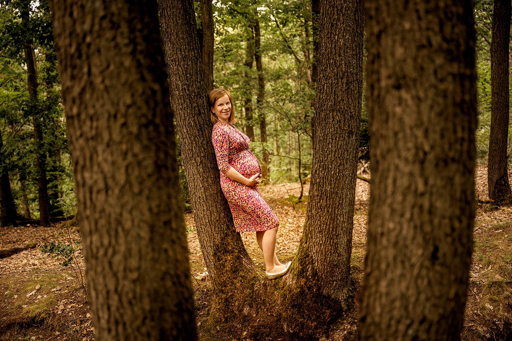 babybauchfoto, schwangerschaftsfoto in der natur